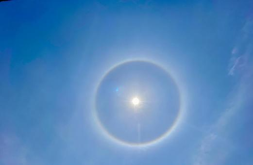 太陽の周りに丸い虹,ハロ画像