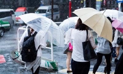 大雨の出勤画像
